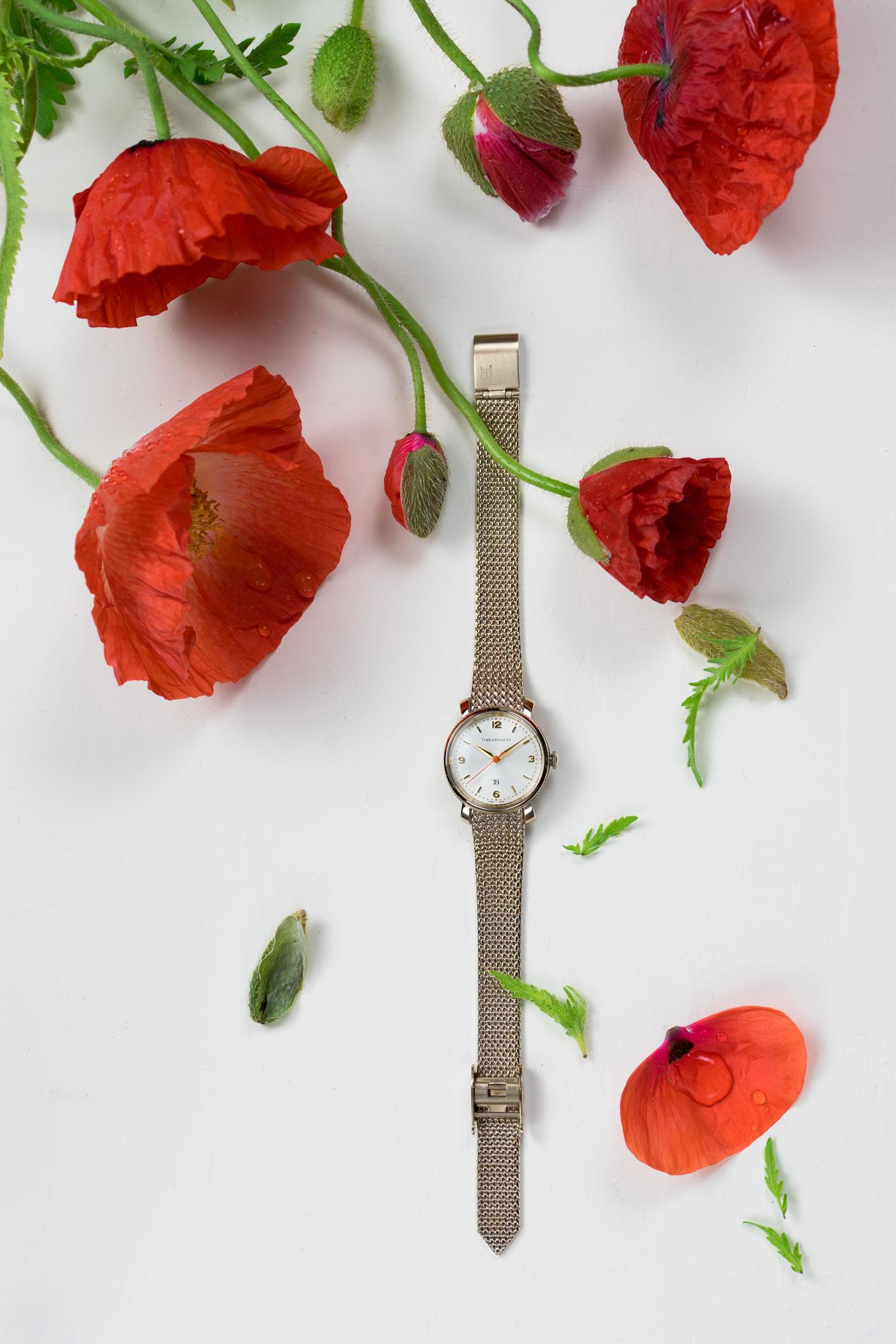 Coquelicot(コクリコ)緋色のひなげしをモチーフにした腕時計