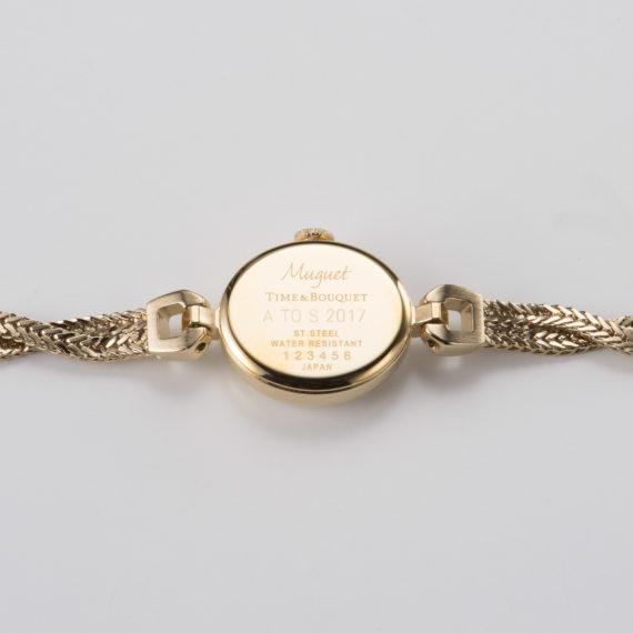 名入れ可能な裏蓋 - Muguet(ミュゲ): すずらんをモチーフにしたブレスレット型腕時計