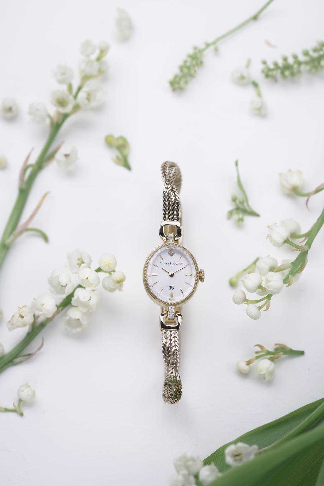 すずらんの花に囲まれたブレスレット型腕時計Muguet(ミュゲ)