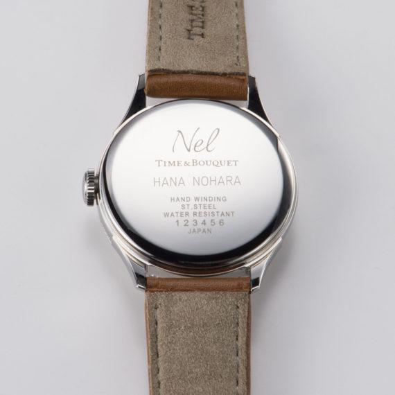 名入れ可能な裏蓋 - Nel(ネル): フランネルフラワーをモチーフにした機械式腕時計