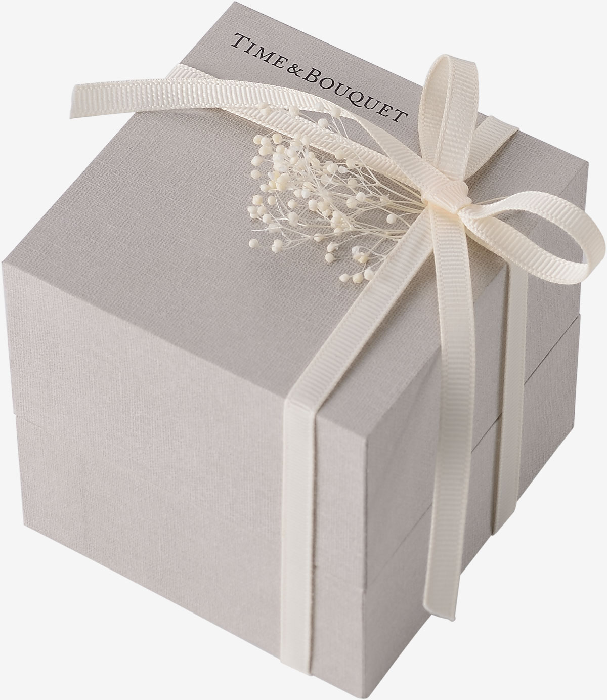 ミルキーホワイトの細リボンをかけ、プリザーブドフラワーのデコレーションが付いたハーフリネンの生地を内張りとクッションに使用した贅沢なギフトボックス